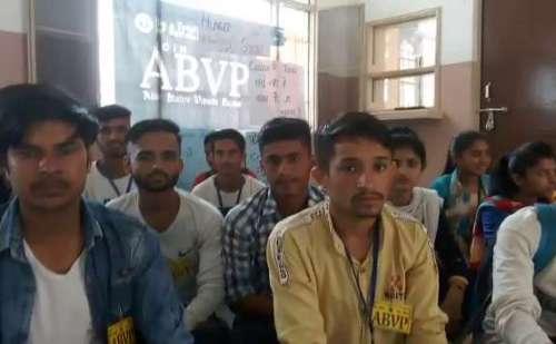संगड़ाह महाविद्यालय में प्राध्यापकों के खाली पदों को लेकर ABVP ने शुरू की भूख हड़ताल