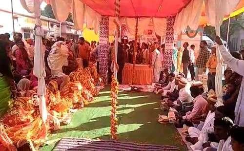 मुख्यमंत्री सामूहिक विवाह योजना के अंतर्गत चंदौली ब्लॉक में कराया गया 42 जोड़ों का विवाह