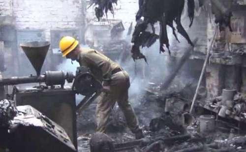 सोलन के चंबाघाट में बाल मुकुंद पाईप उद्योग में लगी आग, मची अफरातफरी