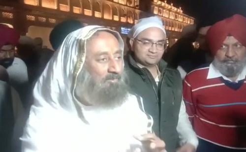 श्री श्री रविशंकर सचखंड श्री हरमंदिर साहिब में हुए नतमस्तक