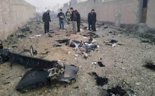 ईरान में यात्रियों को ले जा रहा विमान क्रैश, 180 की गई जान