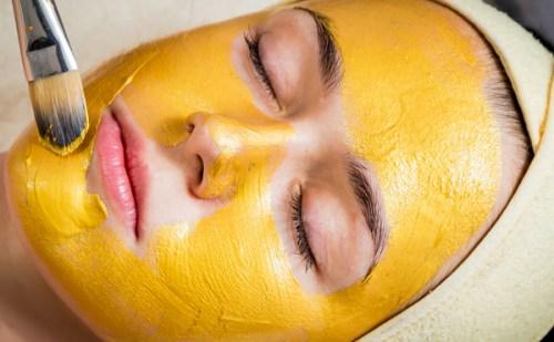 Beauty Tips : अब घर पर ही पाएं गोल्ड फेशियल जैसा निखार