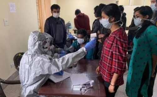 दिल्ली में कोरोना संक्रमण को हराकर घर लौटा मरीज,ये दवाई कर रही संक्रमण पर असर