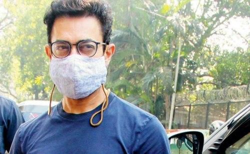कोरोना की चपेट में आए बॉलीवुड सुपरस्टार आमिर खान, खुद को घर पर किया क्वारनटीन