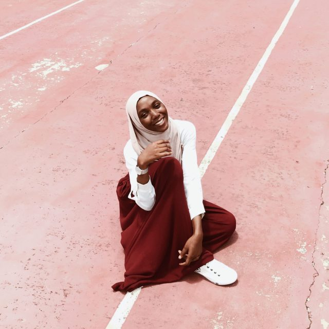 happy-modest-fashion-blogger
