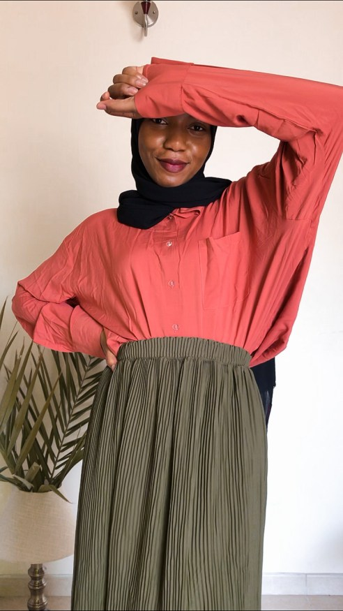 3 ways style modanisa green pleated skirt orange tangerine oversized shirt ecru modest fashion khairahscorner