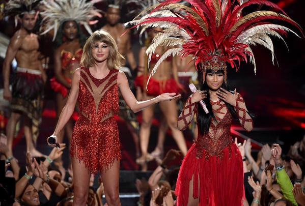 Taylor with nicki VMA 2015