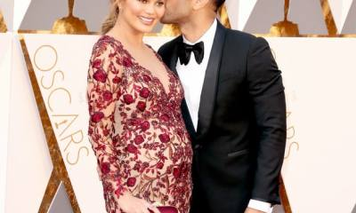 Pregnant Chrissy Teigen in Her Oscars 2016 Red Carpet Dress