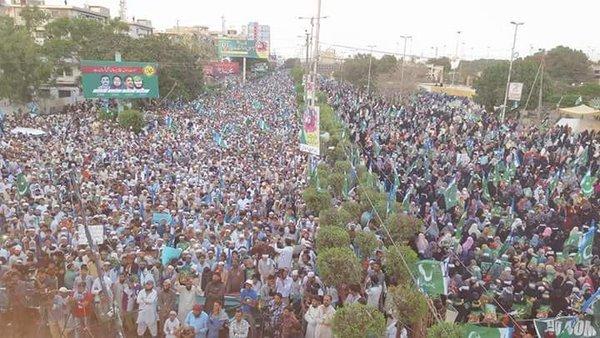 Religios Parties Protesting against execution of Mumtaz Qadri in Karachi