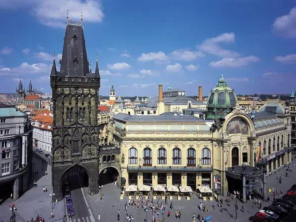 برج البارود من اجمل اماكن سياحية في براغ