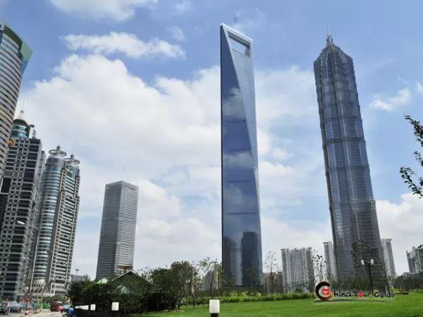مركز شنغهاي المالي العالمي من افضل اماكن سياحية في شنغهاي