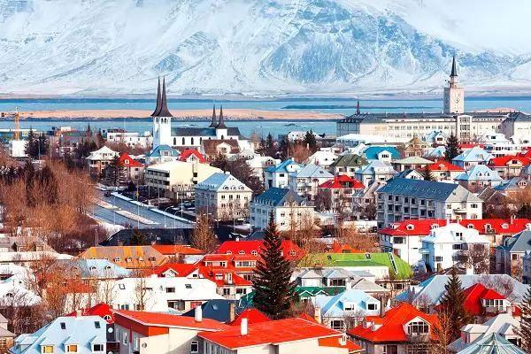 ريكيافيك من اجمل اماكن سياحيه في ايسلندا
