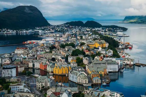 مدينة أليسوند من اجمل اماكن سياحية في النرويج