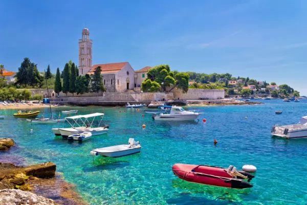 جزيرة هفار من اجمل اماكن سياحية في كرواتيا