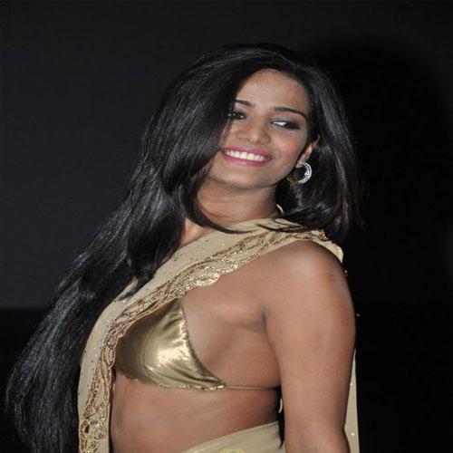 साडी में नजर आयी सेक्सी पूनम Sexy Poonam did see in sari