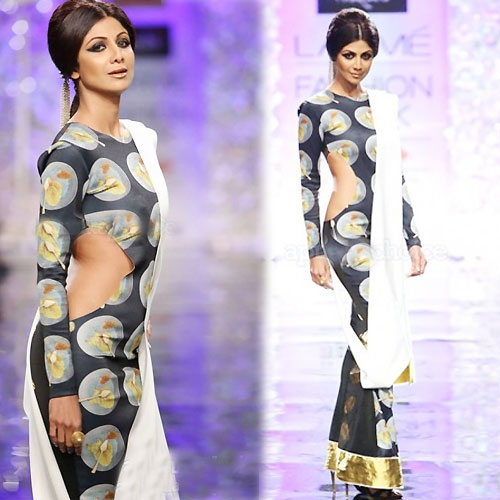 Shilpa looks Hot on the ramp