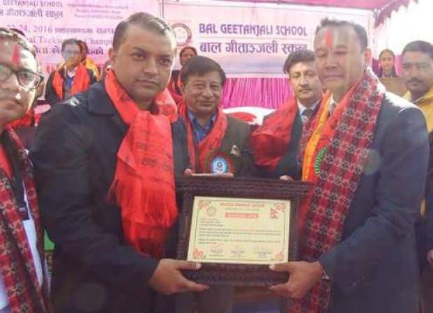nrn-president-of-korea-raju-kshetri-receiving-certificate-from-healt-minister-gagan-thapa-2