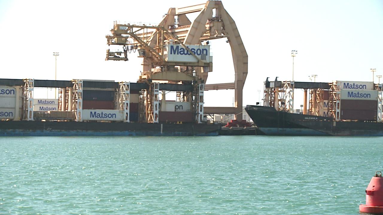 matson harbor dock unloading_77955