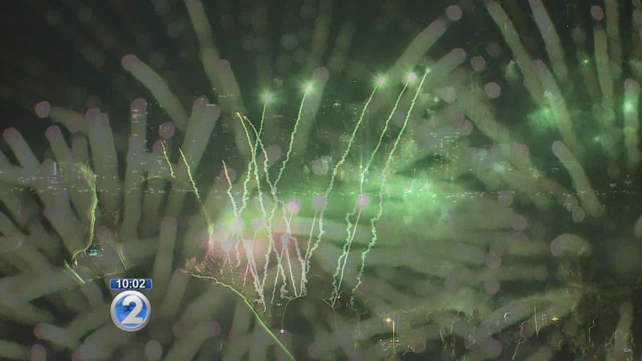 Fourth of July fireworks show dazzles at Ala Moana