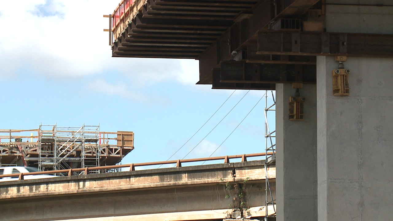 low cantilever rail freeway_143341
