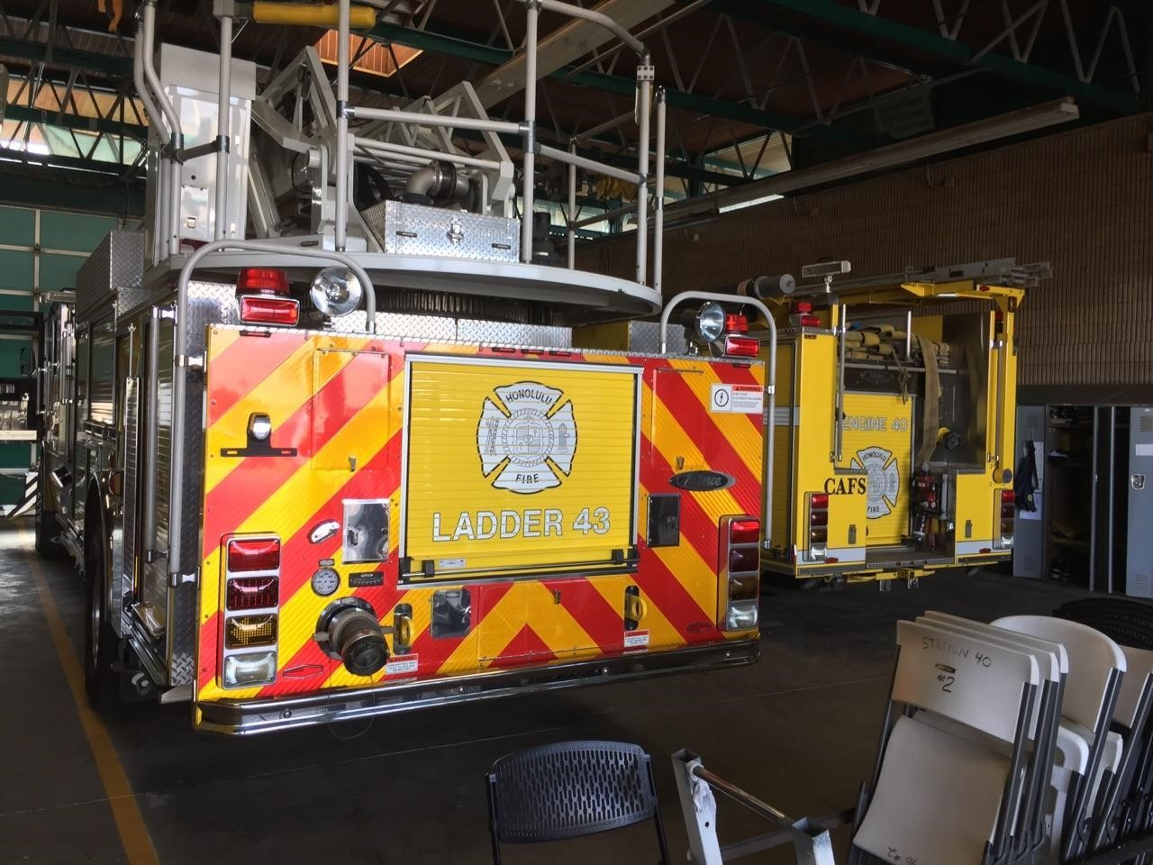 honolulu-fire-truck-ladder-43-truck_180927