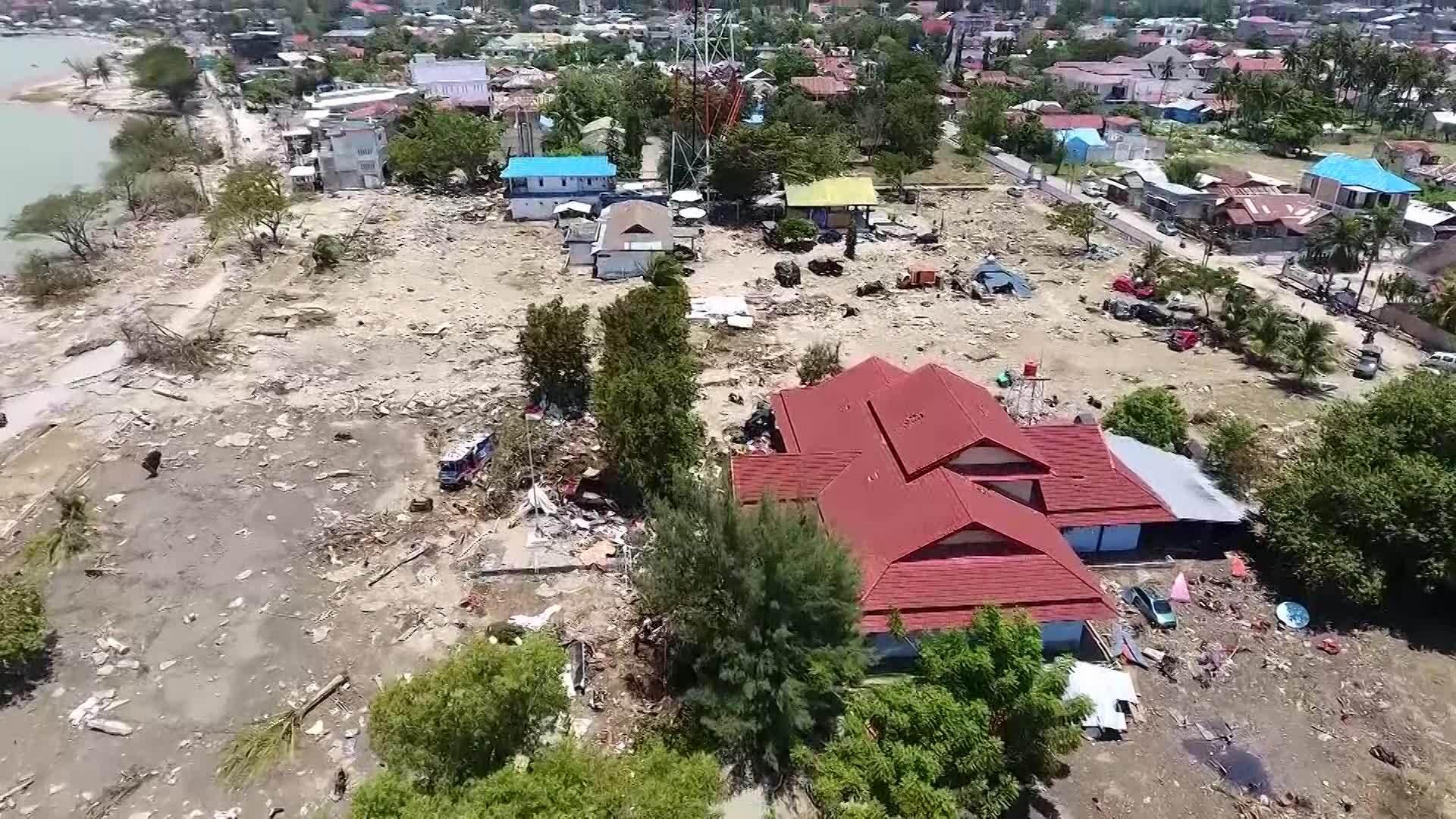 Aerial view of Indonesia earthquake, tsunami damage (Video: CNN Indonesia)