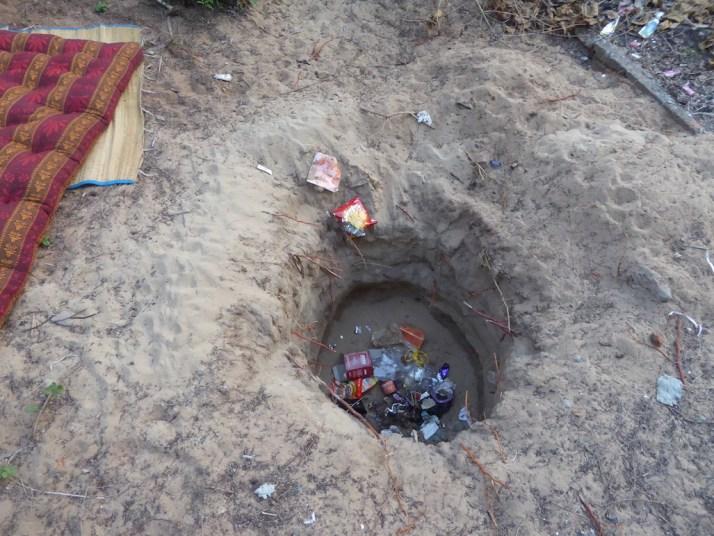 waste disposal beach-