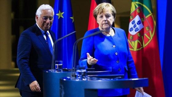 Η Μέρκελ παραδίδει την προεδρία της ΕΕ στον πρωθυπουργό της Πορτογαλίας Αντόνιο Κόστα