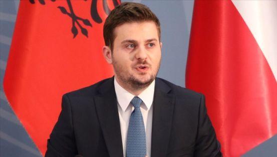 Ο υφυπουργός Ευρώπης και Εξωτερικών Υποθέσεων της Αλβανίας Cakaj παραιτείται από τη θέση του