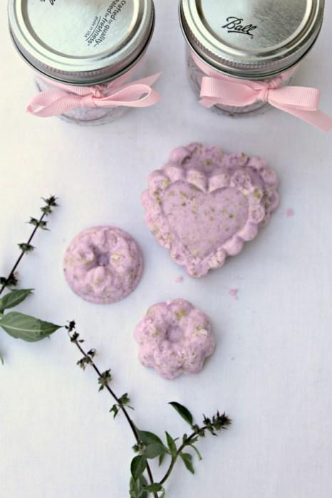 DIY-Oatmeal-Lavender-Bath-Bombs-4
