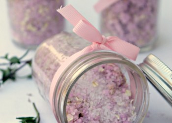 Skin Soothing DIY Oatmeal Lavender Bath Bombs