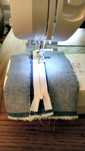 How To Sew Your Own Easy To Make DIY Cat Bed zipper