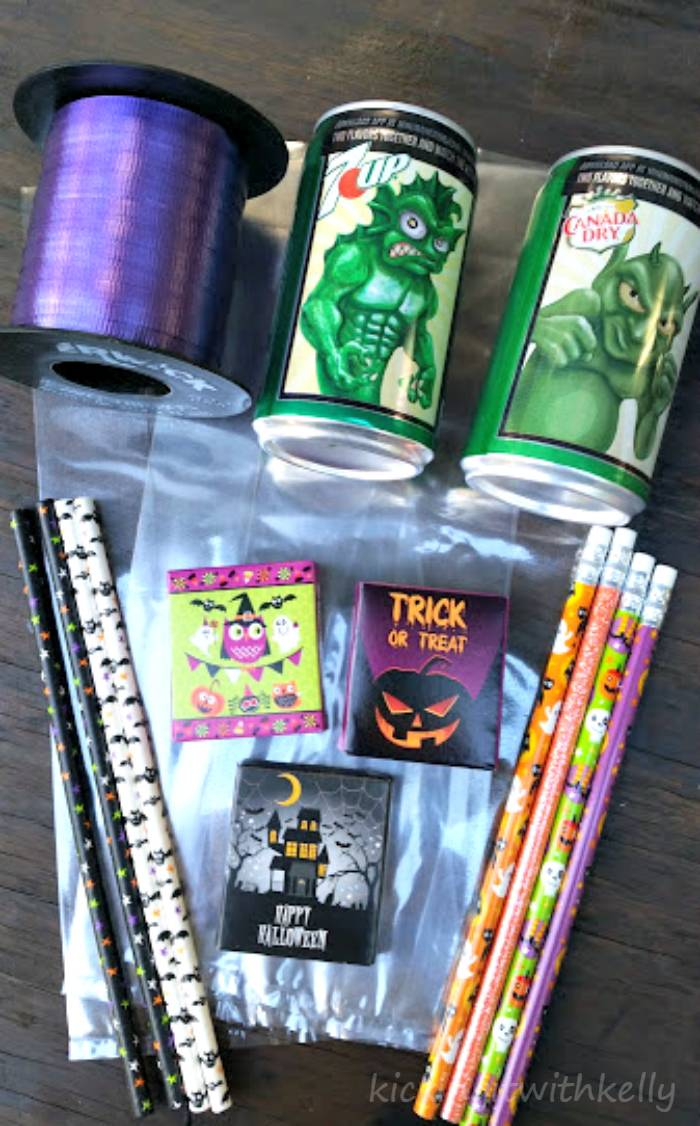 How To Make A Halloween Party Favor Bag supplies