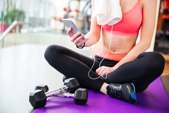 Using Mobile Apps To Keep Your Health In Check at the gym