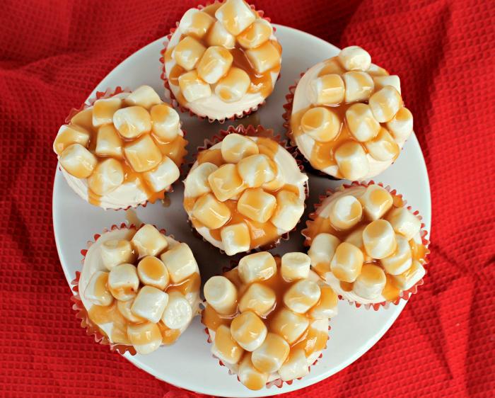 Oscar Night Snack | Salted Caramel Corn Popcorn Cupcakes 3