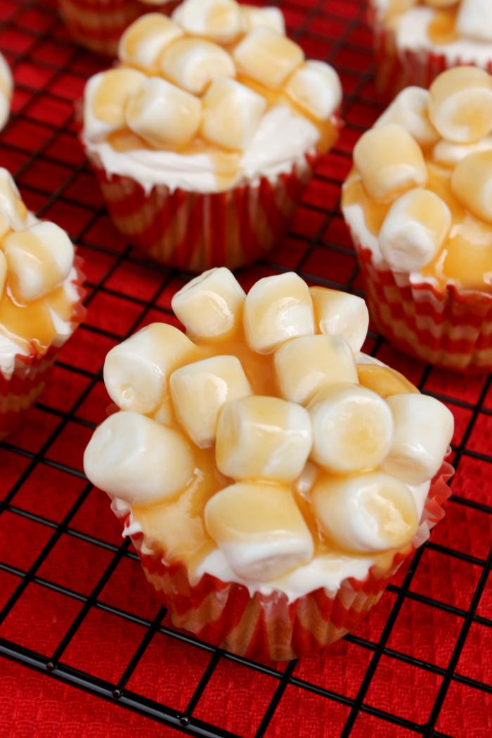 Oscar Night Snack | Salted Caramel Corn Popcorn Cupcakes