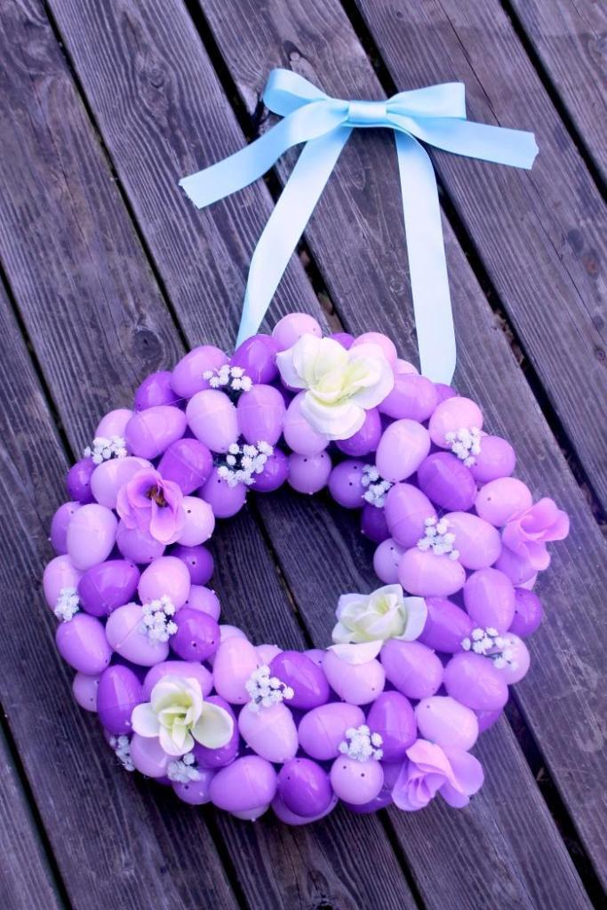 Easy To Make Plastic Easter Egg Wreath Craft 3