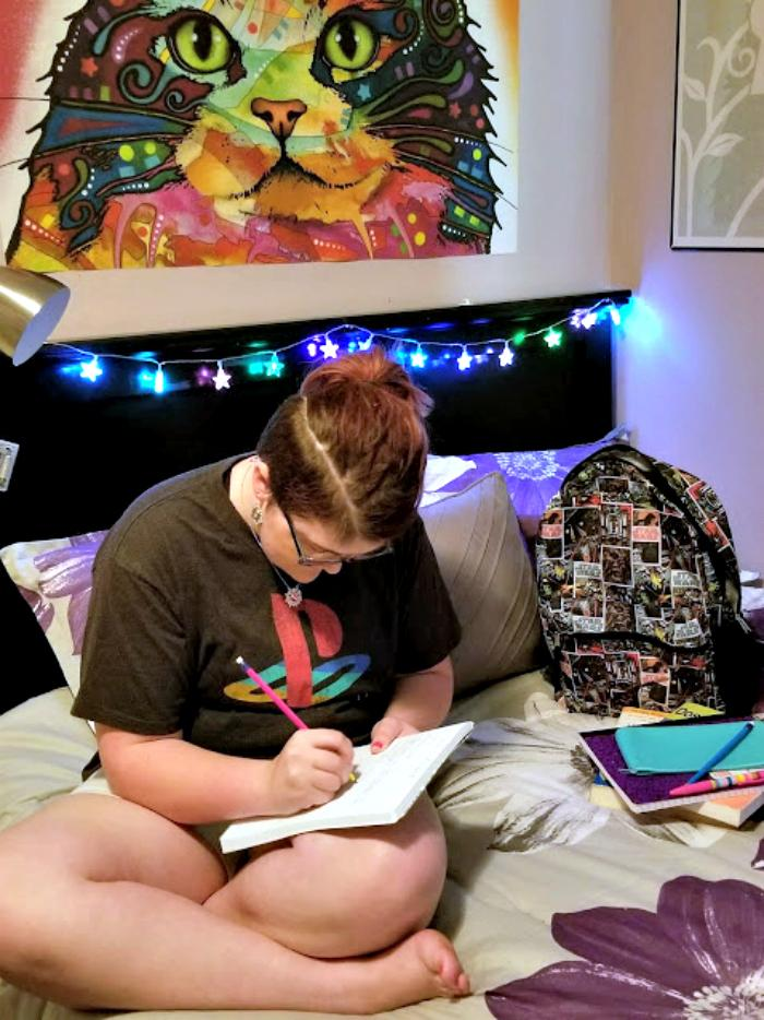 how to decorate the perfect dorm room on a budget cait on bed
