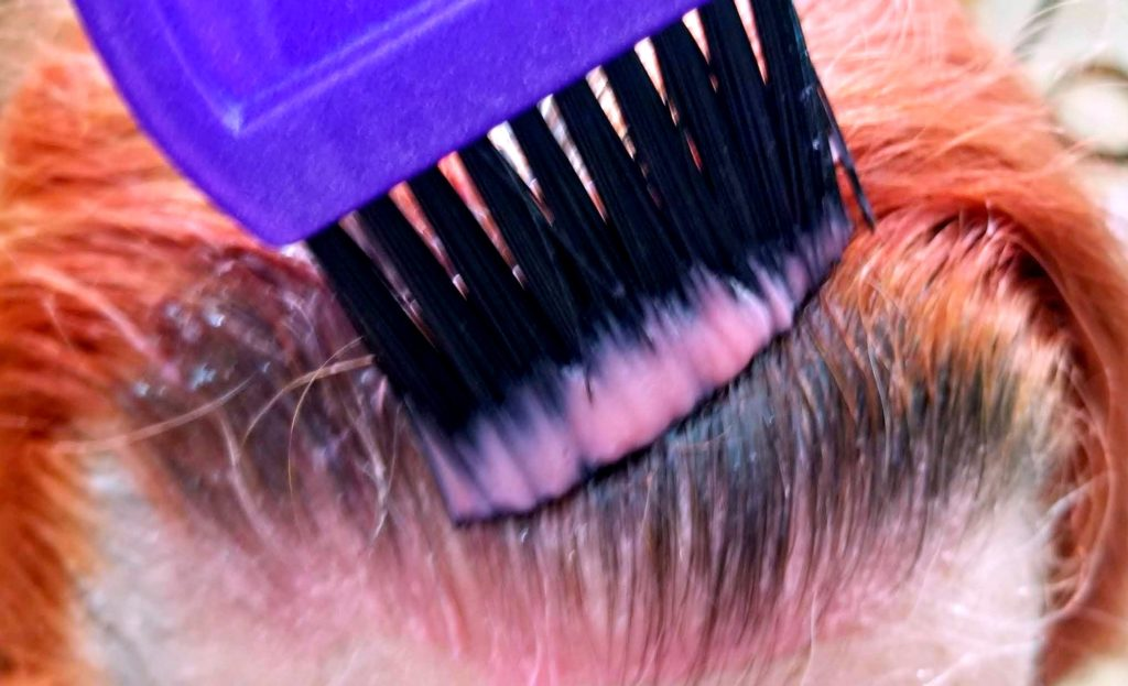 This Anti-Aging Hair Color Can Transformed Your Hair bowl