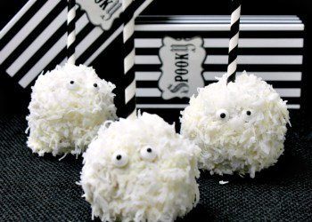 These White Chocolate Coconut Ghost Apples Are Fun Halloween Party Treats