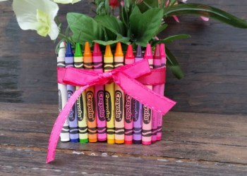 Looking For Easy Homeade Gifts For Teachers? Make This Simple Crayon Vase!