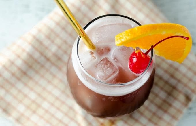 This Spiced Rum Punch Recipe Is The Perfect Holiday Drink!