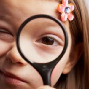 girl-spying