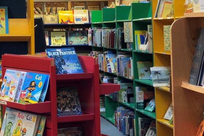 Giggly Bear Fun Trip in Yellow Bus in a bookstore - KIDPRESSROOM