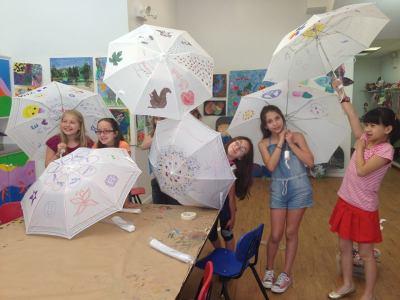 Decorating umbrellas