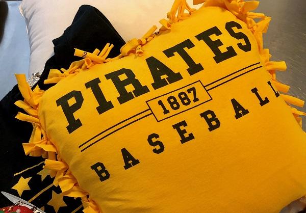 Maker Monday: No-Sew Fan Pillow