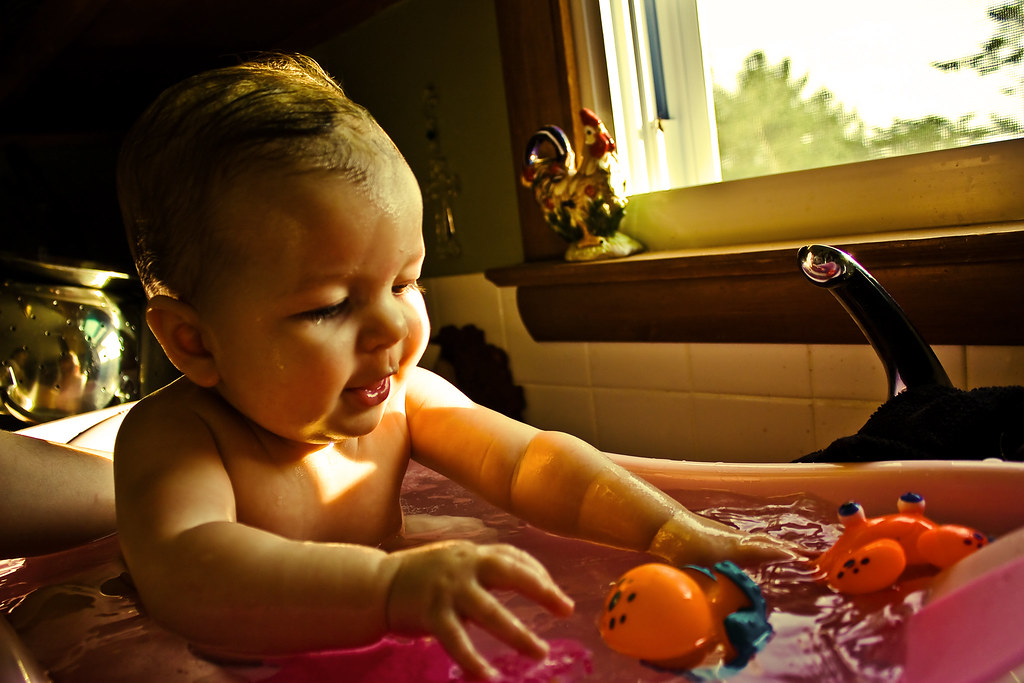 4 EASY TRICKS TO BATH TIME FUN WITHOUT BATH TIME STRUGGLES