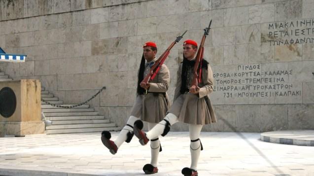Βουλή, Τσολιάδες & Πλατεία Συντάγματος