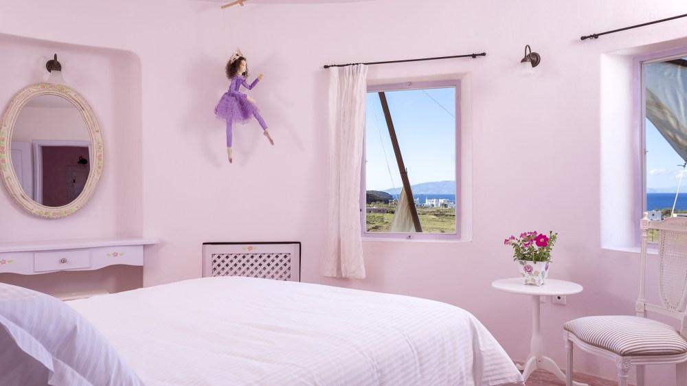 """Villas """"Heracletus"""" and """"Hercules"""" in Santorini"""