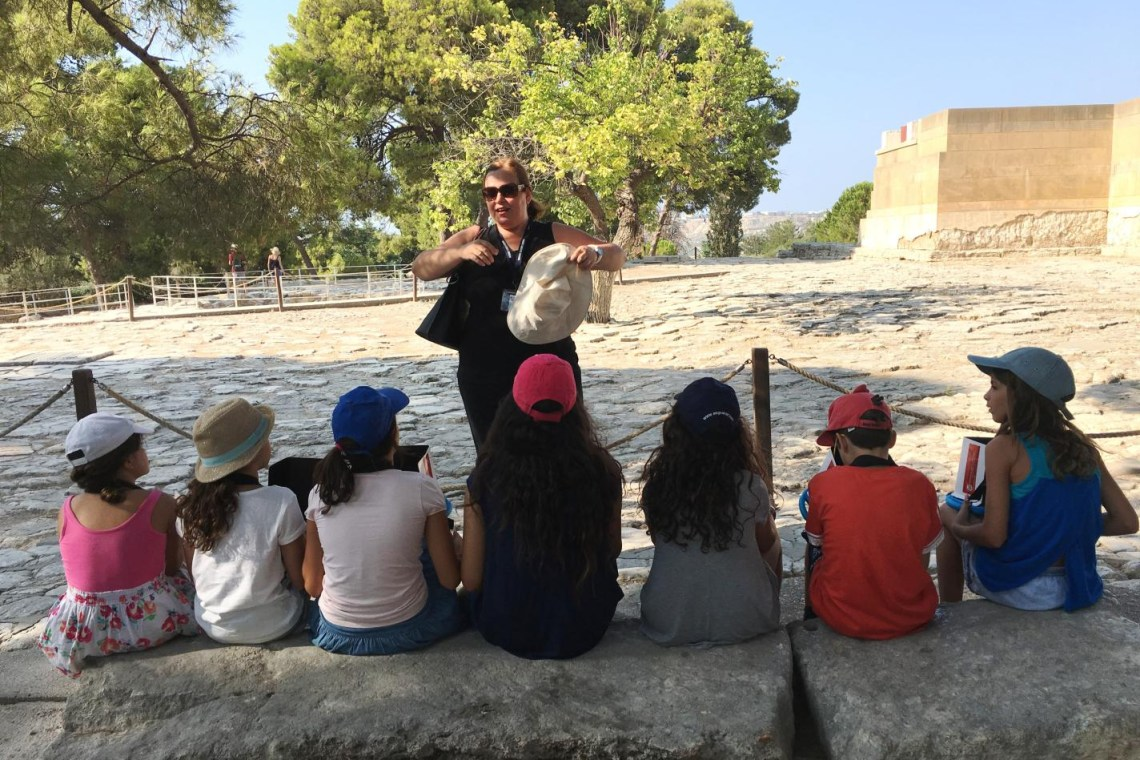 guided tour with kids in Knossos palace